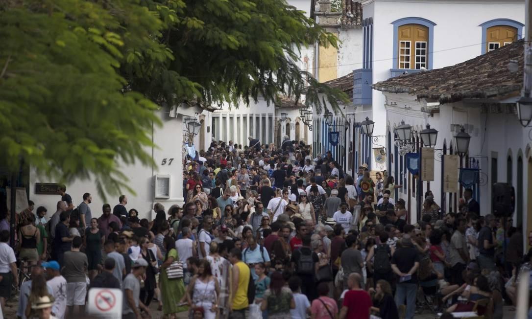 Turistas lotam Paraty durante a Flip do ano passado Foto: Márcia Foletto / Agência O Globo