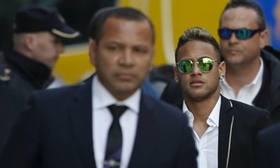 Neymar e seu pai têm parte dos bens bloqueados por fraude fiscal na Espanha entre 2011 e 2013. Em 2017, eles chegaram a um acordo para pagar ao fisco do país cerca de R$ 8 milhões Foto: Reprodução