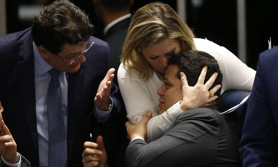A líder do governo no Congresso, deputada Joice Hasselmann (PSL-SP) e Davi Alcolumbre (DEM-AP), presidente do Senado Foto: Jorge William / Agência O Globo