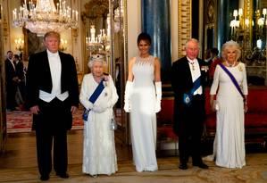 Trump, a rainha Elizabeth II, Melania, o príncipe Charles e Camilla: banquete no Palácio de Buckingham Foto: POOL / REUTERS