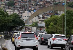 Motoristas enfrentam trânsito no Rio Foto: Guilherme Pinto / Agência O Globo