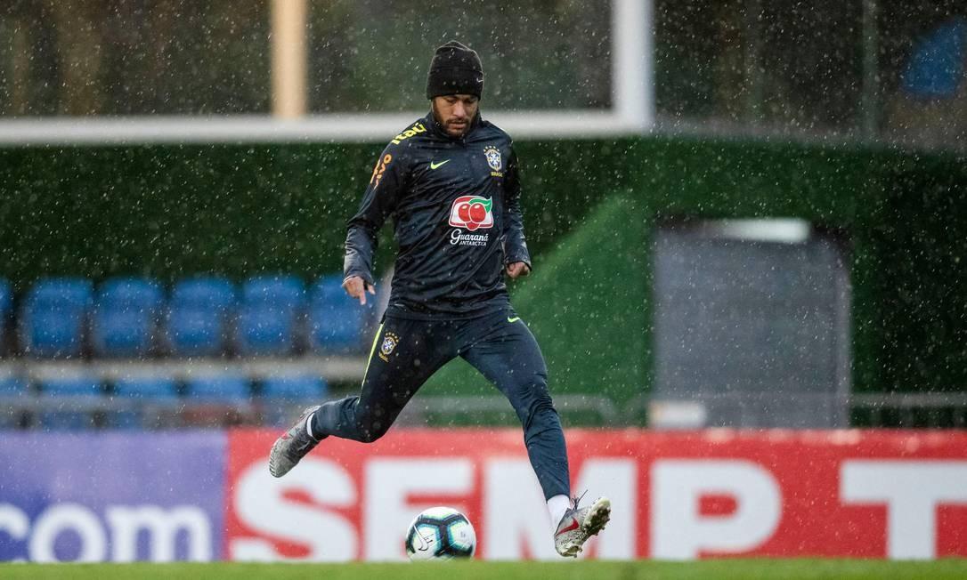 Pai de Neymar, Neymar Silva Santos, confirmou o encontro com os advogados da mulher e disse que se tratava de tentativa de extorsão Foto: LUCAS FIGUEIREDO / AFP