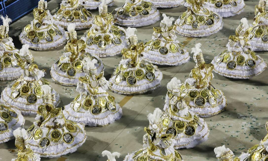 O dinheiro e sua relação com o ser humano foi levado para a Marquês de Sapucaí pela Imperatriz Foto: Luís Alvarenga / Agência O Globo