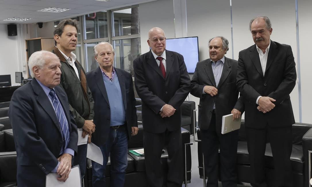 Resultado de imagem para ex ministros da educação se reunem na usp