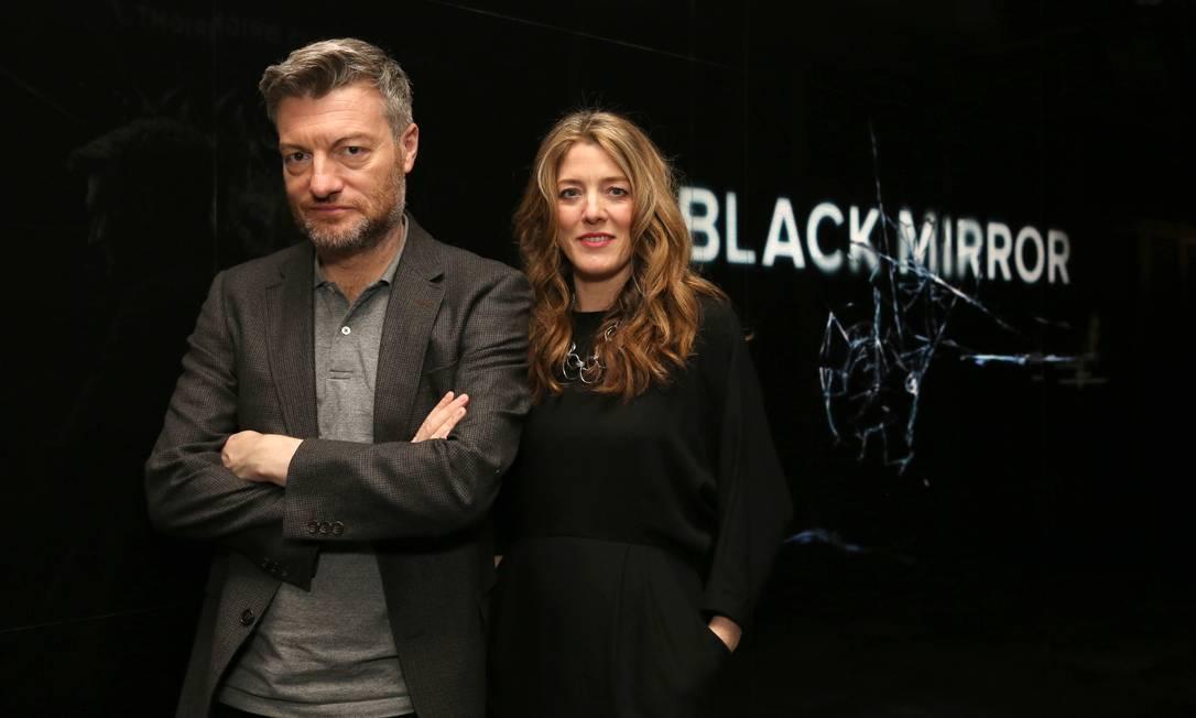 Charlie Brooker e Annabel Jones durante evento em Los Angeles Foto: Blair Raughley / Invision for Netflix