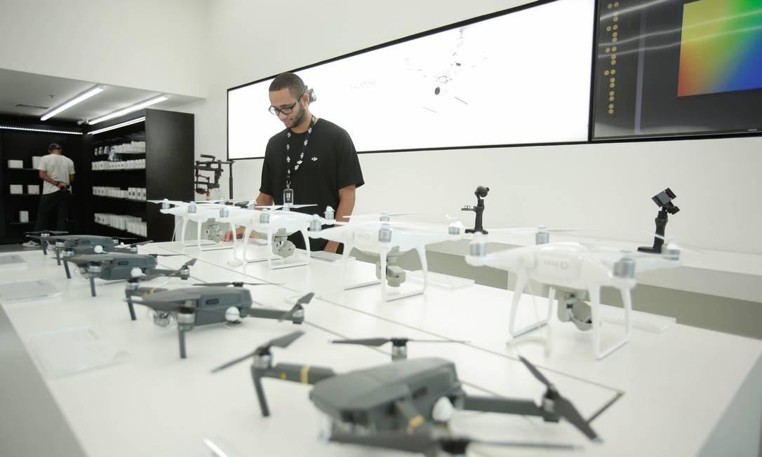 A DJI incluirá tecnologia para evitar colisões em todos os drones com mais de 250 gramas Foto: Brenno Carvalho / Agência O Globo
