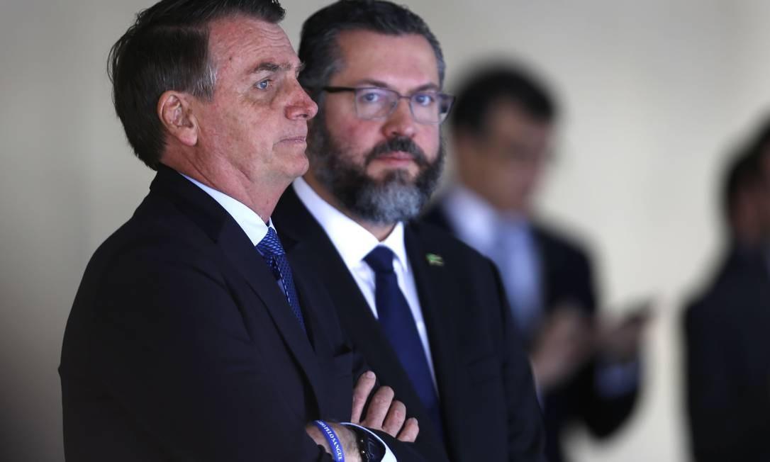 Bolsonaro e o chanceler Araújo em recepção para o argentino Mauricio Macri no Itamaraty, em janeiro Foto: Jorge William / O Globo/16-1-2019