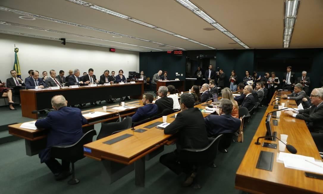 Segundo Paulo Guedes, para viabilizar a capitalização seria necessária uma economia de, ao menos, R$ 1 trilhão em dez anos Foto: Jorge William / Agência O Globo