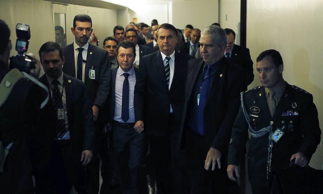 Bolsonaro chega na Câmara dos Deputados para entregar o projeto com mudanças nas regras de trânsito Foto: Jorge William / Agência O Globo