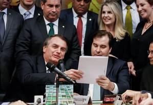 Bolsonaro entrega a Rodrigo Maia projeto de lei que altera o Código de Trânsito Brasileiro (CBT) Foto: Carolina Antunes/ Divulgação Presidência
