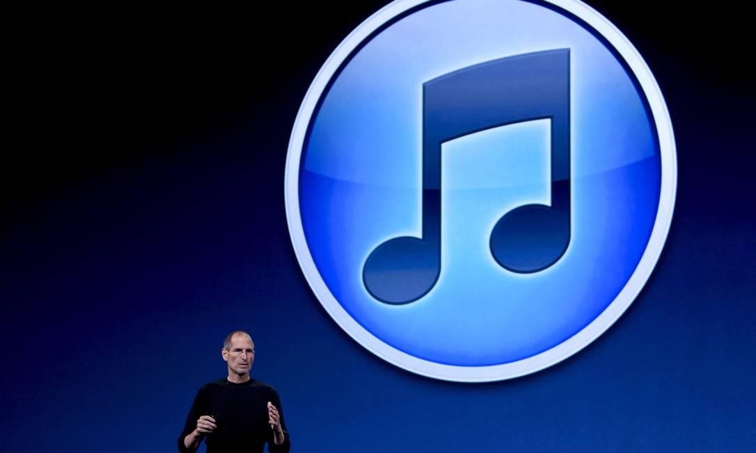 Steve Jobs numa apresentação das novidades do iTunes em 2010. Foto: David Paul Morris / Bloomberg