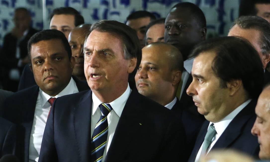 O presidente Jair Bolsonaro chega na Câmara dos Deputados para entregar o Projeto de Lei da Carteira Nacional de Habilitação (CNH) ao presidente da Casa, Rodrigo Maia Foto: Jorge William / Agência O Globo