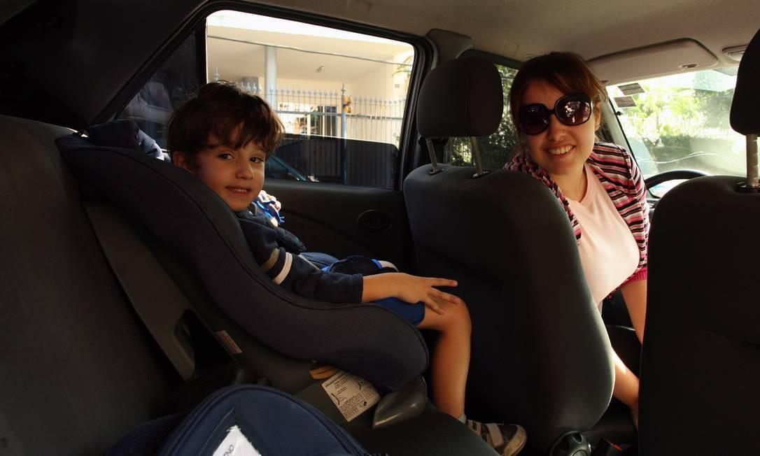Obrigatório desde 2008, transporte com cadeirinha adaptada reduziu mortes de crianças no trânsito Foto: Gabriel de Paiva / Agência o Globo 07/06/2010