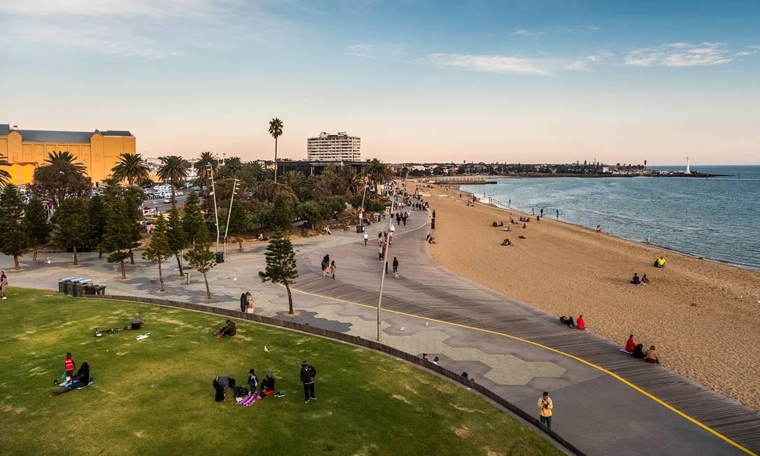O calçadão da praia de St. Kilda, uma das áreas mais animadas da orla de Melbourne Foto: Asanka Brendon Ratnayake / The New York Times