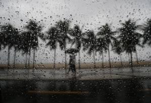 No Rio, manhã desta quarta-feira pode ser de chuva moderada a forte Foto: Domingos Peixoto / Agência O Globo