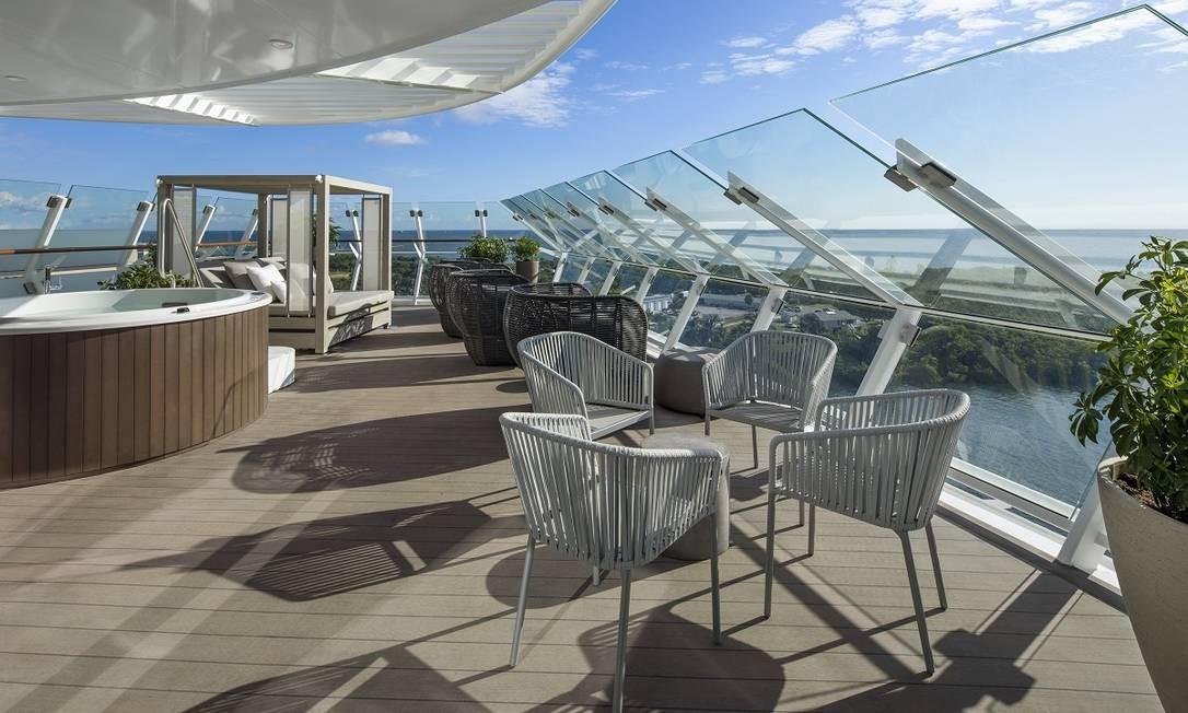 A varanda da Iconic Suite, a mais luxuosa categoria de cabines do Celebrity Edge, que fica exatamente acima da ponte de comando do navio Foto: Celebrity Cruises / Divulgação