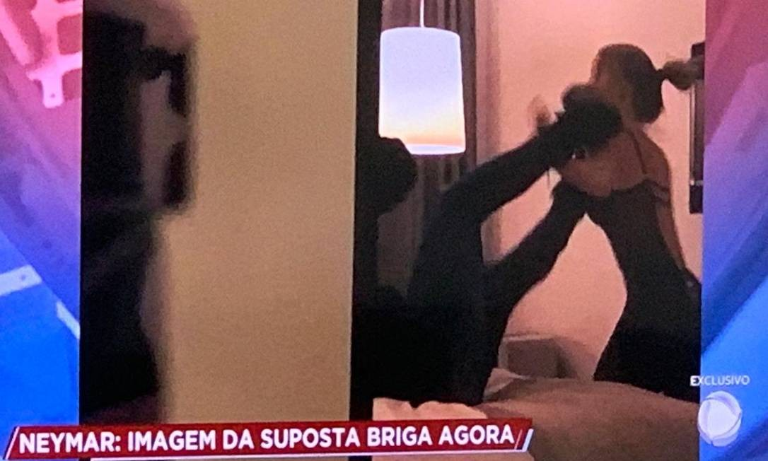 Imagem mostra suposta agressão entre homem que seria Neymar e mulher que seria acusadora Foto: Reprodução