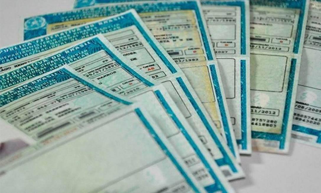 Carteira nacional de habilitação para motoristas Foto: Agência O Globo