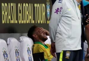 Chorando, Neymar saiu do amistoso contra o Qatar Foto: UESLEI MARCELINO / REUTERS