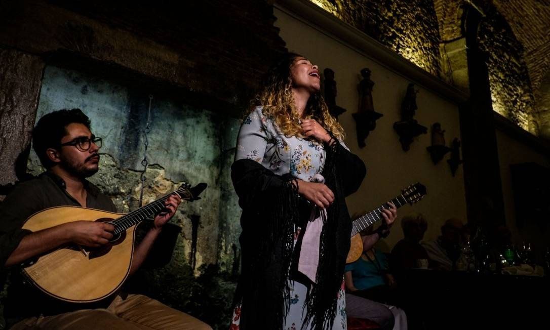 Do fado à bossa nova: as noites de Lisboa, onde os músicos de todo o mundo se encontram, inspiraram o novo álbum de Madonna, que está na capital portuguesa desde 2017. Foto: PATRICIA DE MELO MOREIRA / AFP