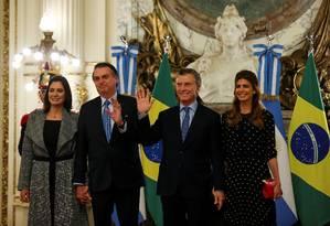 Presidente Jair Bolsonaro é recebido pelo sue homólogo argentino, Maurício Macri, na Casa Rosada; os dois são acompanhados das primeiras-damas Michelle Bolsonaro e Juliana Awada Foto: AGUSTIN MARCARIAN / REUTERS