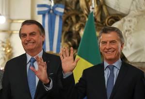 Presidente Jair Bolsonaro é recebido pelo sue homólogo argentino, Maurício Macri, na Casa Rosada Foto: AGUSTIN MARCARIAN / REUTERS