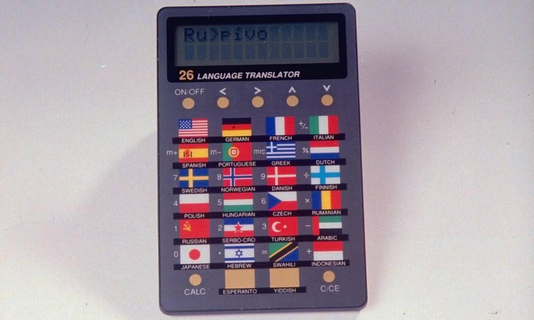Um dicionário de bolso, que continha mil palavras em 26 línguas Foto: James Keyser / The LIFE Images Collection/Getty
