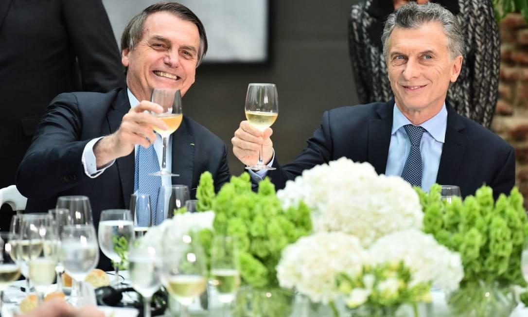 Em visita à Argentina nesta quinta (6), Jair Bolsonaro se encontrou com o presidente da Argentina, Mauricio Macri, na Casa Rosada (Photo by Amilcar Orfali/Getty Images) Foto: Amilcar Orfali / Getty Images
