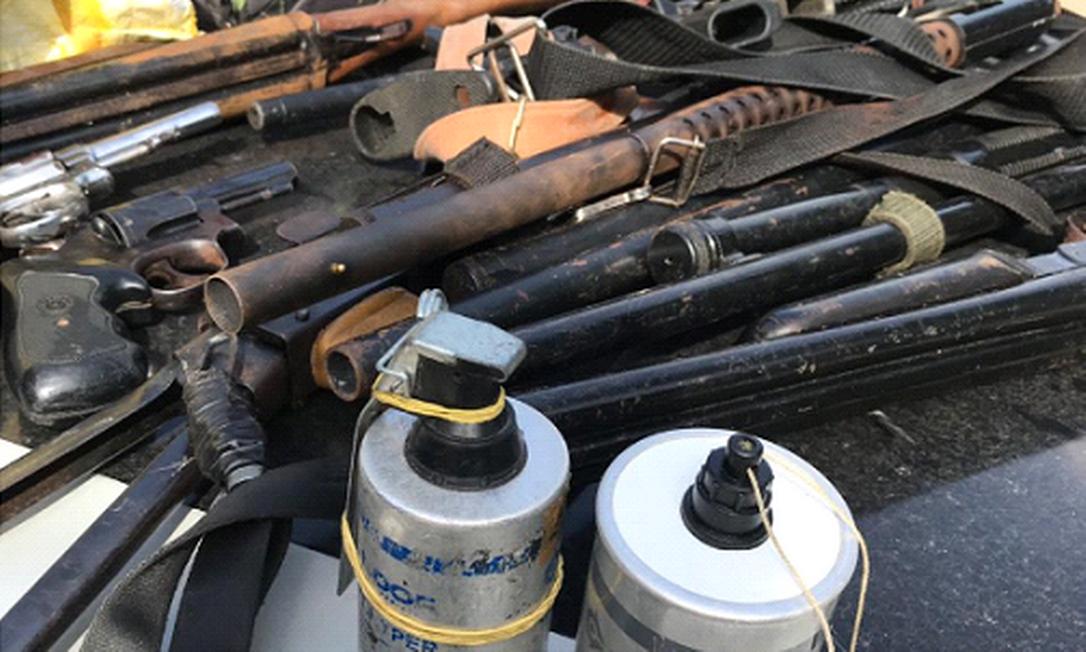 Com milicianos, polícia apreendeu armas, granadas e explosivos Foto: Reprodução / MP-RJ