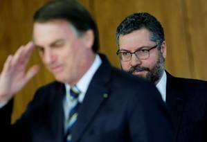 Araújo com Bolsonaro: chanceler nega interferência de Bolsonaro na política argentina Foto: ADRIANO MACHADO / REUTERS/4-6-2019