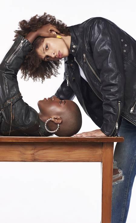 Thais Fidelis, 19 anos, estudante e modelo, e Jeferson Gomes, 19 anos, estudante: juntos desde 2018. Thais usa jaqueta (R$3.995) Diesel e brinco (R$ 49) Josefina Rosacor. Jeferson usa jaqueta (R$ 4.195) Diesel, camiseta (R$ 49,90) Hering e calça (R$ 329) Levi's Foto: Foto: Juliana Rocha e Bruno Machado