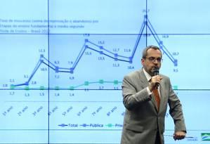 O ministro Abraham Weintraub, explicando as diretrizes da pasta em audiência na Câmara Foto: Jorge William/22-5-19 / Agência O Globo