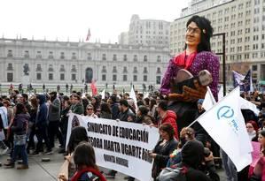 Manifestantes protestam em Santiago contra a política educacional de Piñera Foto: RODRIGO GARRIDO / REUTERS