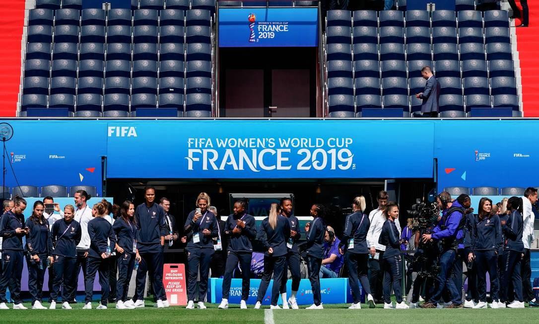 Anfitriãs fizeram reconhecimento do gramado do Parc des Princes, palco da estreia da Copa do Mundo Feminina Foto: LIONEL BONAVENTURE / AFP