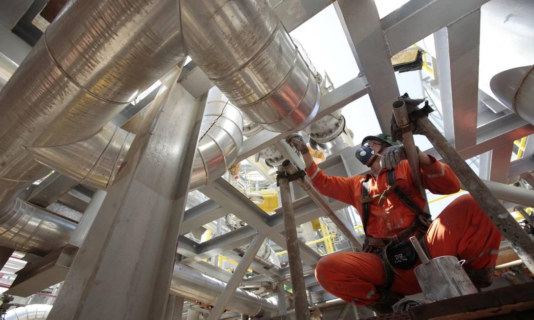 Construção da nova plataforma de produção P-56 no estaleiro Brasfels, em Angra dos Reis (RJ) Foto: SERGIO MORAES / Reuters