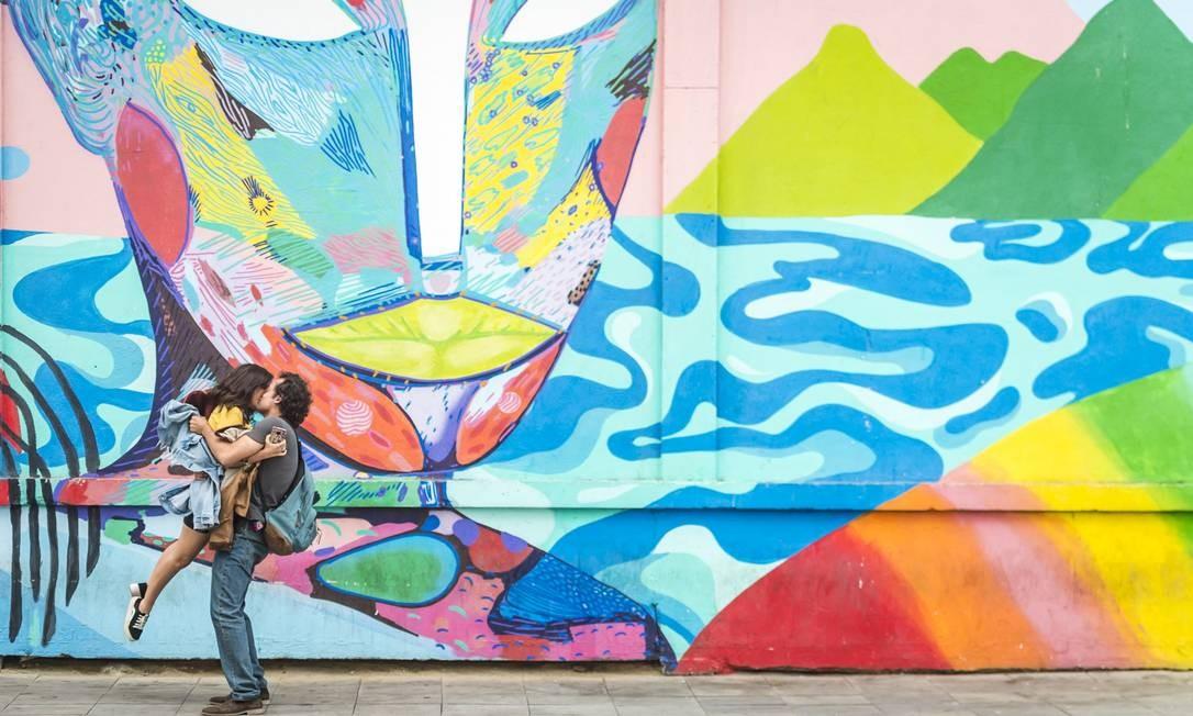 Rita (Tatá Werneck) e Enzo (Eduardo Sterblitch) em 'Shippados' Foto: Divulgação
