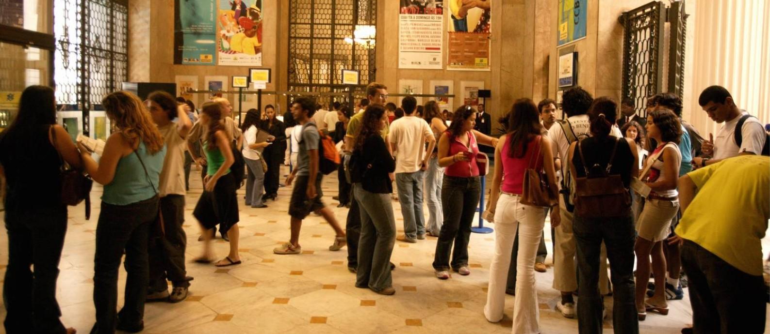 Público no Anima Mundi em 2004, no CCBB: festival pode não acontecer Foto: Leo Aversa