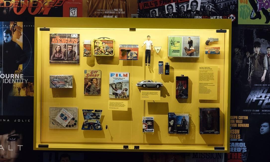 O museu exibe também itens da cultura pop que fazem referência ao universo da espionagem Foto: Justin T. Gellerson / The New York Times