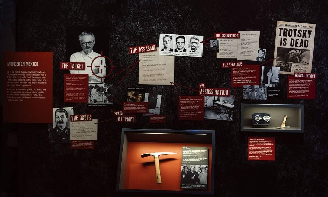 Painel exibe informações a respeito do assassinato do revolucionário russo Leon Trotsky Foto: Justin T. Gellerson / The New York Times