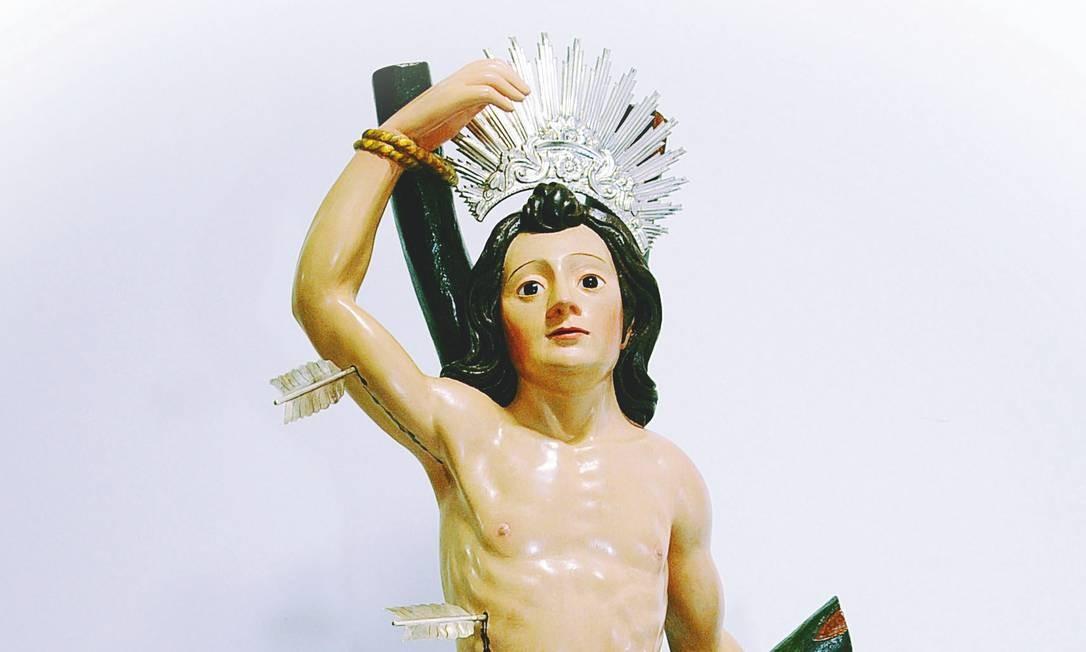 Imagem de São Sebastião, padroeiro da cidade, que teria sido trazido junto da armada de Estácio de Sá, em 1565 é uma das peças retratadas no livro Foto: Emilton Rocha / Divulgação