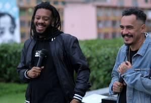 BK e Marcelo D2 tocam juntos no telhado do Globo Foto: Reprodução/Toca no Telhado