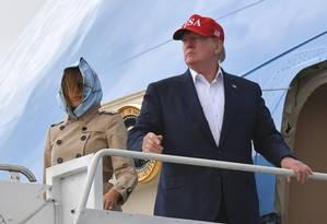 Donald Trump e Melania a bordo do Air Force One Foto: MANDEL NGAN / AFP