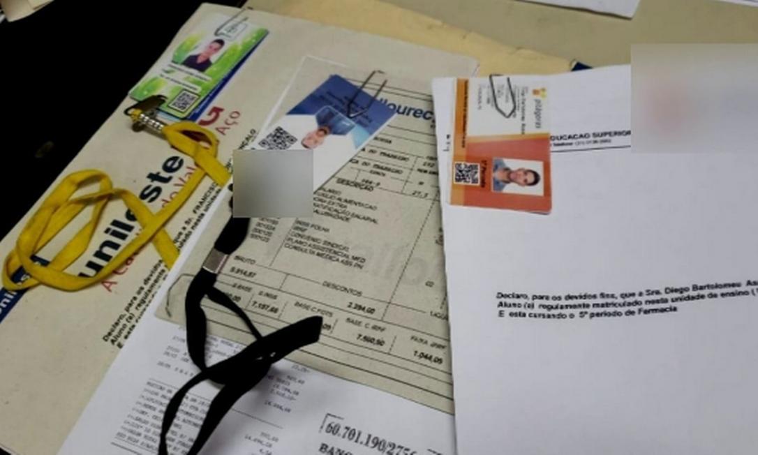 Solicitantes pagariam US$ 13 mil dólares a falsificador que aguardava do lado de fora do Consulado por cada visto concedido Foto: Divulgação / Polícia Civil