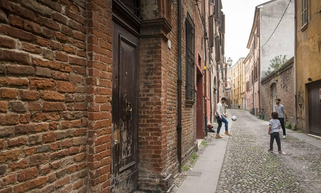 A Via della Vittoria, uma das ruas estreitas e tortuosas do antigo geto judaico de Ferrara Foto: Susan Wright / The New York Times