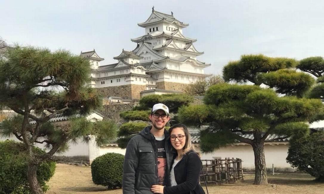 A falta de emprego no Brasil levou o casal Tatiane Akemi Koseki de Almeida e José Gabriel de Almeida para o país asiático em 2017. Eles trabalham em uma empresa de automação, em Kyoto Foto: Arquivo pessoal / Agência O Globo