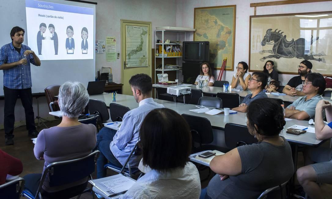 O centro de apoio ao trabahador da Bunkyo, associação de cultura japonesa de São Paulo, oferece palestras e cursos para ajudar na adaptação dos brasileiros que estão se preparando para ir trabalhar no país Foto: Edilson Dantas / Agência O Globo