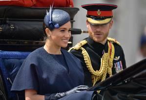 Meghan Markle e o príncipe Harry no evento que celebra o aniversário da Rainha Elizabeth Foto: DANIEL LEAL-OLIVAS / AFP