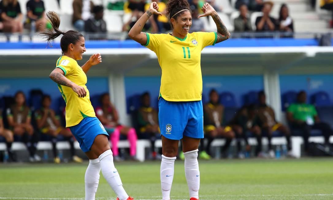 O bonito gol de cabeça aconteceu aos 15 minutos do primeiro tempo Foto: DENIS BALIBOUSE / REUTERS