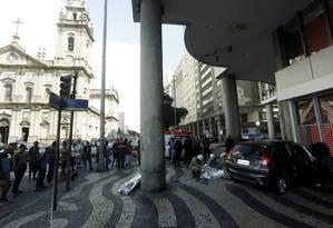 Fuga e troca de tiros com PMs acaba com três mortos na Candelária, Centro Foto: Fábio Guimarães