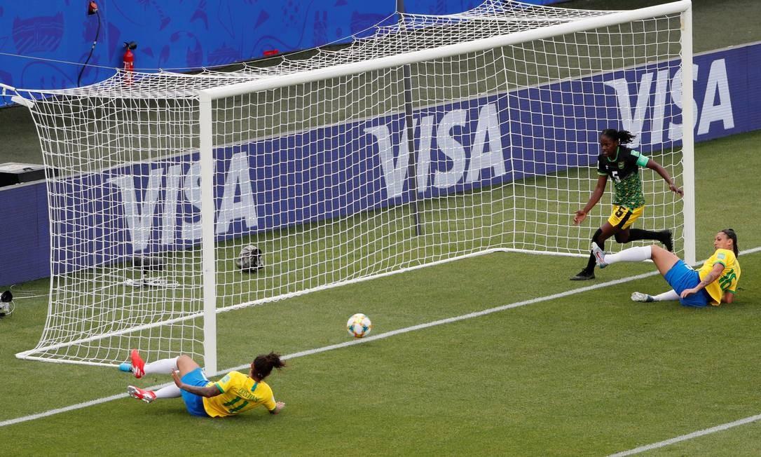 Aos 4 minutos do segundo tempo, Cristiane volta a marcar um gol Foto: EMMANUEL FOUDROT / REUTERS